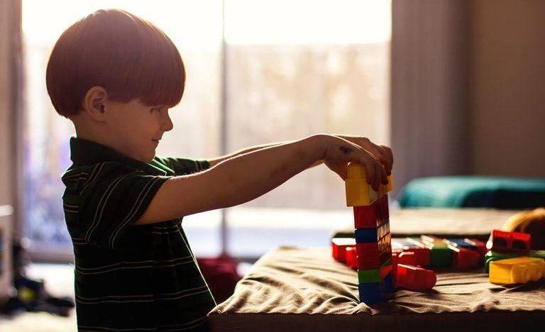 L'histoire d'une mère au sujet de son fils atteint de TDAH et d'autisme